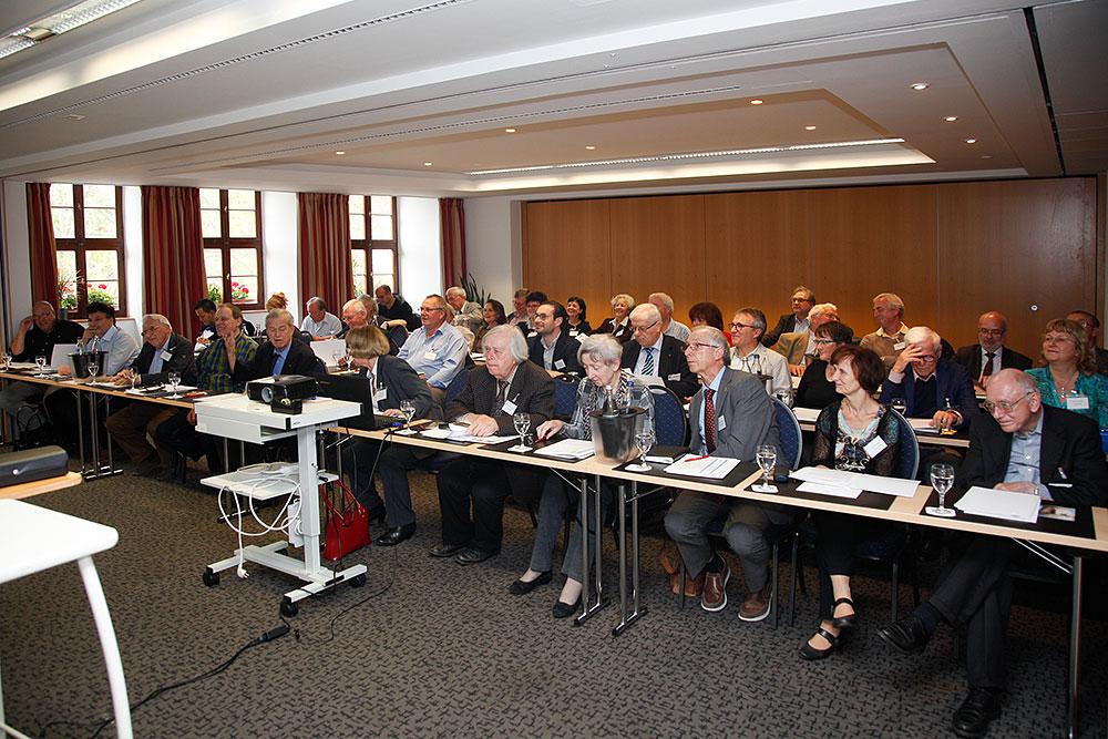 Mitglieder der DPG im Tagungsraum des Hotels Krämerbrücke · © Andreas Lahn
