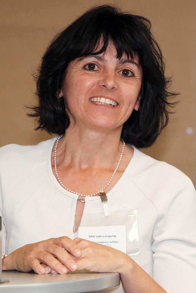 Natália Caldeira-Schütz spricht über Aktivitäten und Probleme der Stadt-Sektion Erfurt · © Andreas Lahn