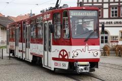 Erfurter Straßenbahn auf dem Weg zum Domplatz, wo die Mitglieder der DPG bereits warten · © Andreas Lahn