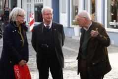 Angeregte Diskussion während des Stadtrundgangs · © Andreas Lahn