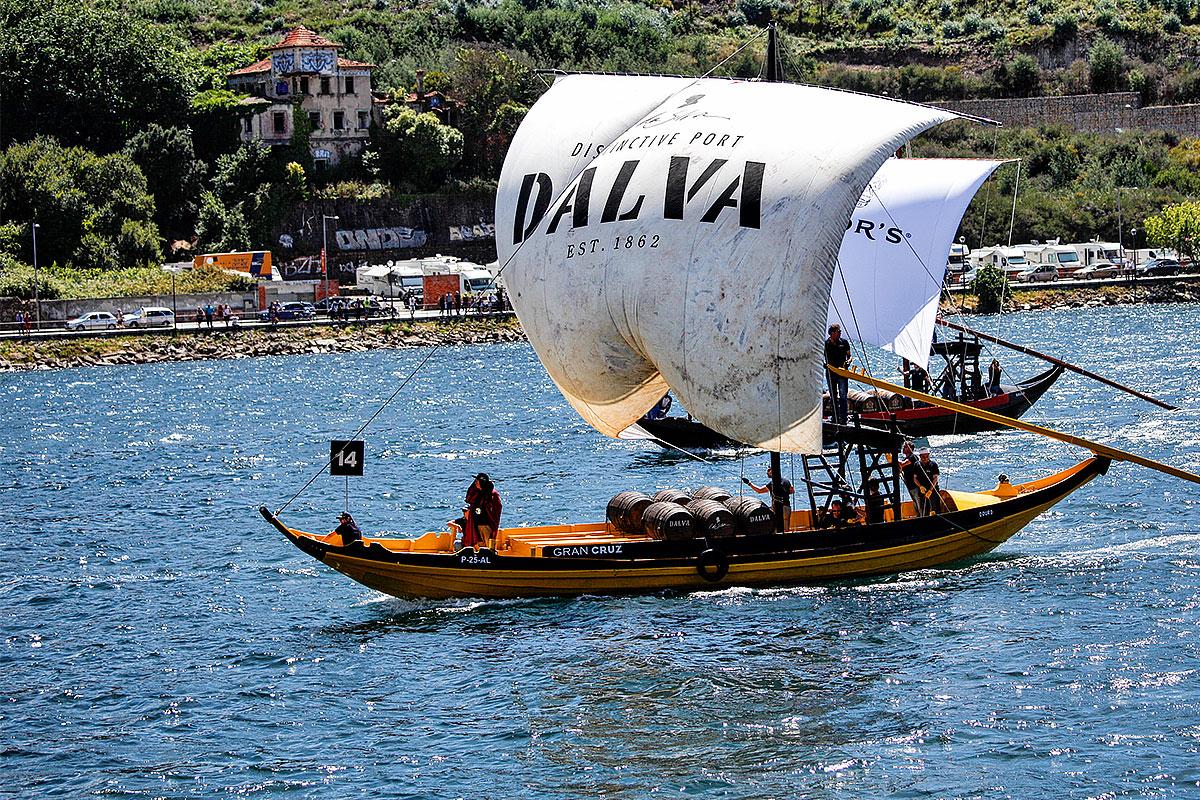 Foto eines Portwein-Schiffes beim Rennen auf dem Douro am 25.6.2017 · © Andreas Lahn