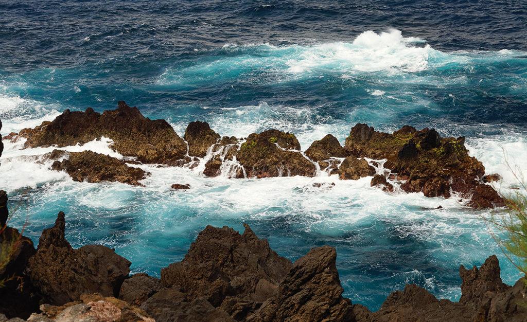 Foto von der Felsenküste von Porto Moniz (Madeira) · © Andreas Lahn