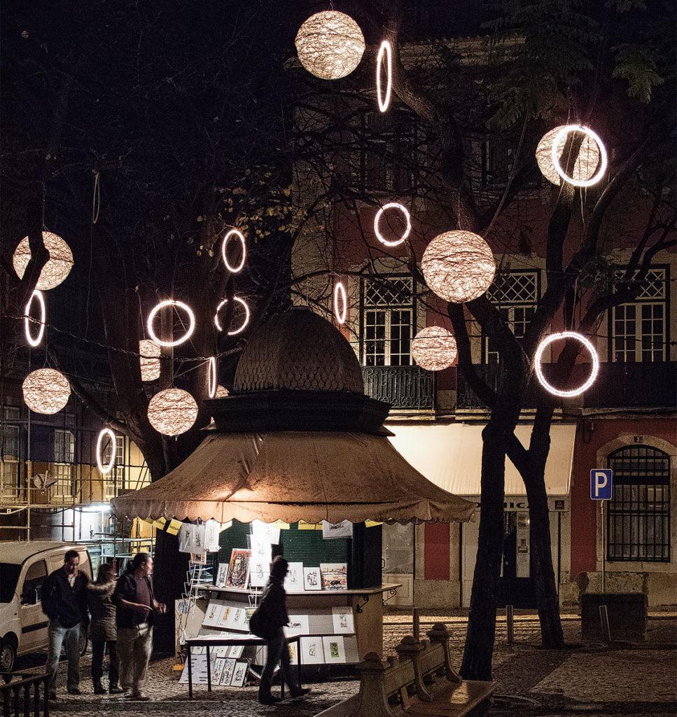 Foto einer Weihnachtsbeleuchtung in Lissabon