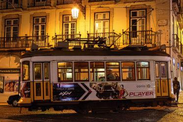 Foto einer Straßenbahn in Lissabon