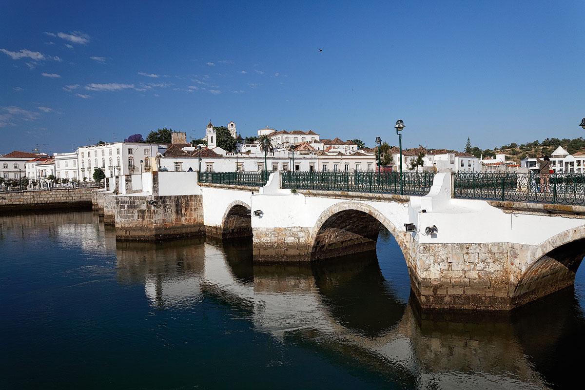 Foto der Brücke Ponte Antiga sobre o Rio Gilão in Tavira