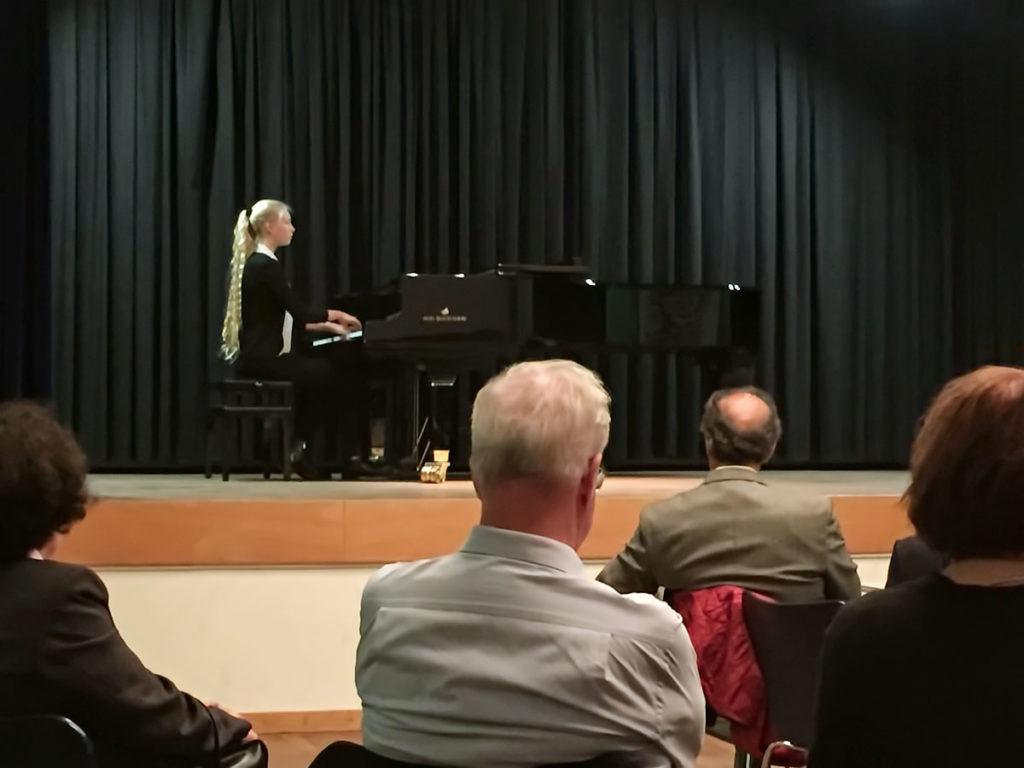 Foto der Pianistin Chiara Wernet