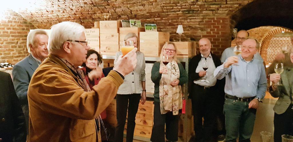 Foto vom Weinausschank in Carlos Manuel Lopez Quintas' wunderschönem Gewölbekeller »Vinhos de Portugal«