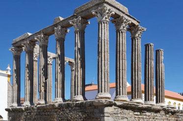 Foto der Ruine des Tempels der Diana in Évora