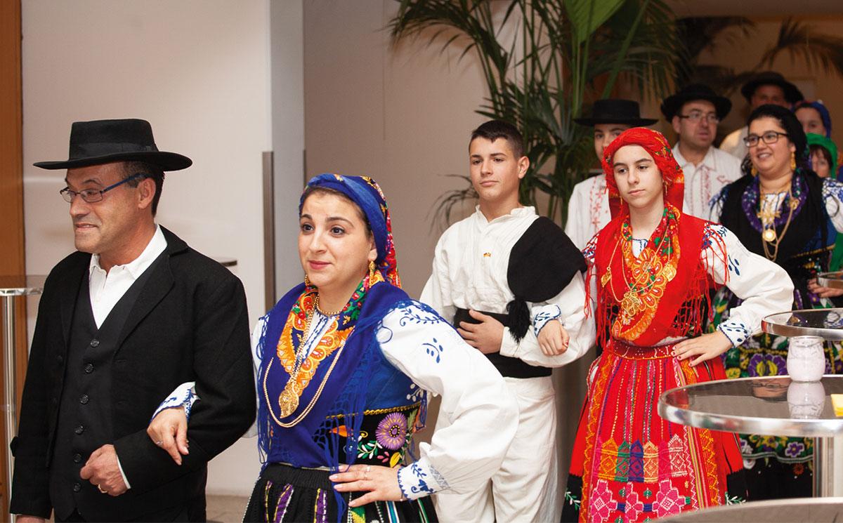 Fotos von Mitgliedern der «Grupo Folclórico de Berlim«