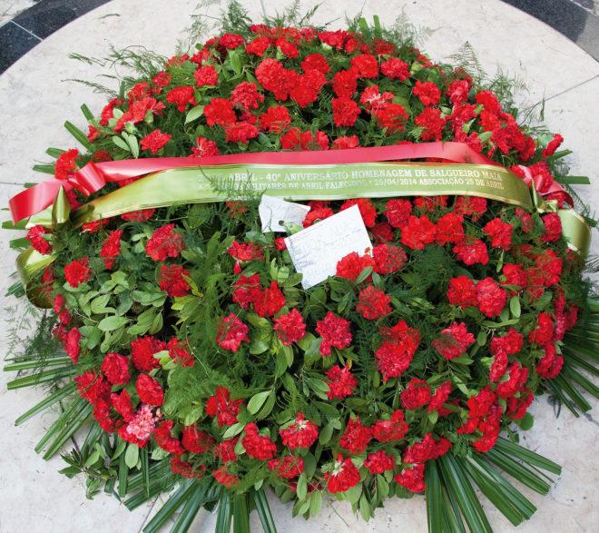 Rote Nelken zur Erinnerung an den 25.4.1974