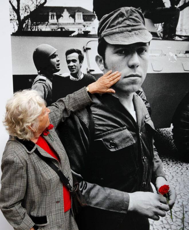 Foto auf dem Largo do Carmo zur Erinnerung an den 25.4.1974