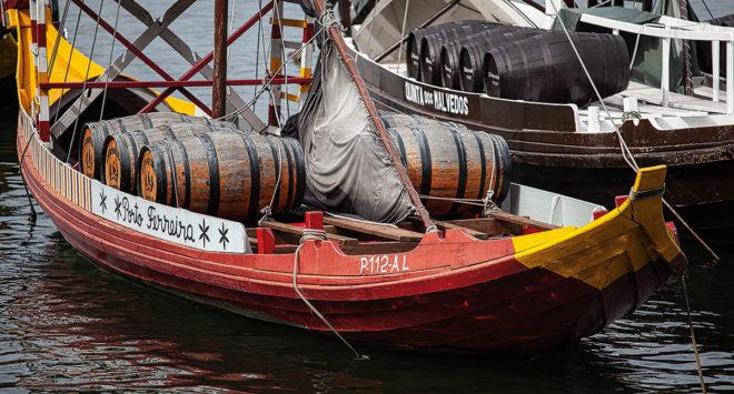 Foto von Portweinschiffen in Porto