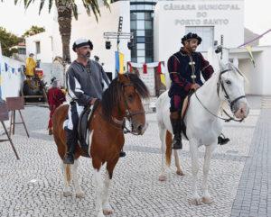 Foto von zwei Reitern beim Festival do Colombo
