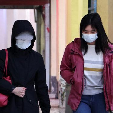 Foto von Frauen mit Masken zum Schutz vor dem Coronavirus