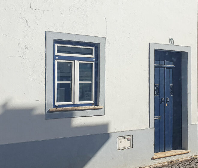 Foto eines besonderen Fensters in Alvor (Algarve)