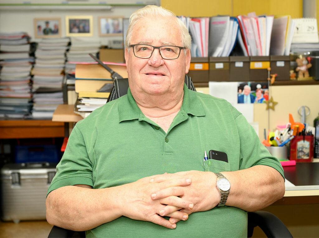 Foto von José Luis Encarnação in seinem Arbeitszimmer
