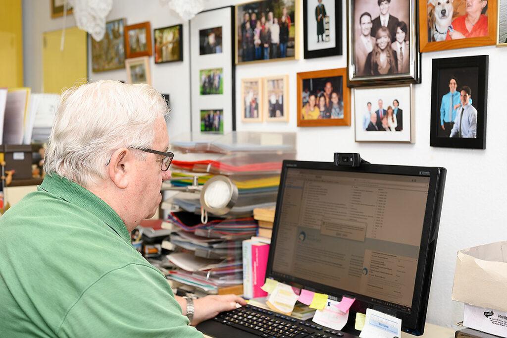 José Luis Encarnação in seinem Arbeitszimmer