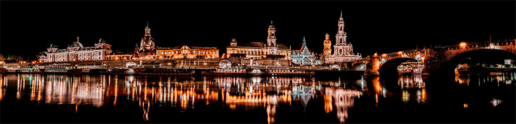 Foto der nächtlichen Silhouette von Dresden